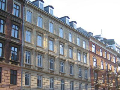 Facaden på Andelsforening Ladegården set fra gaden